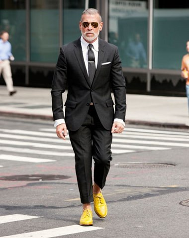 Nick wooster wearing a suit with yellow shoes